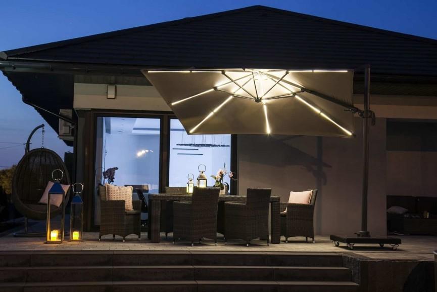 Parasol ogrodowy z oświetleniem LED