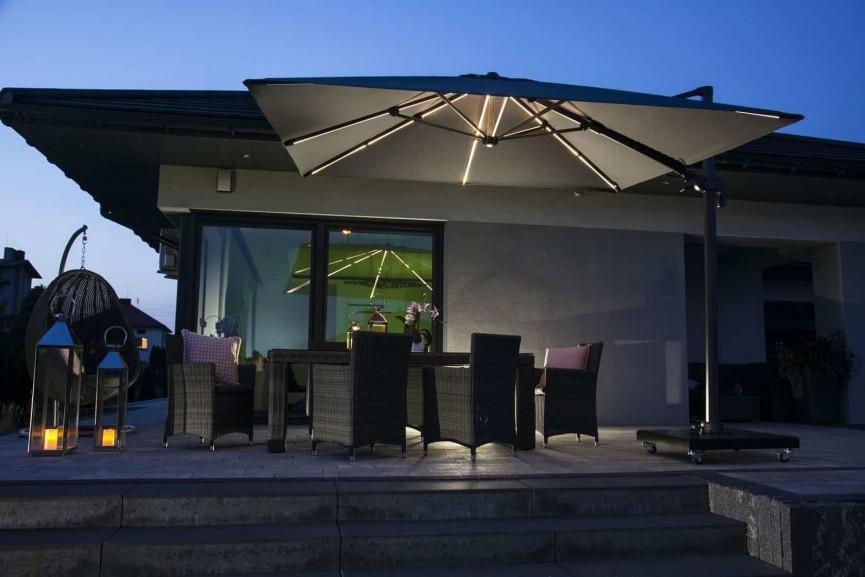 Parasol LED – sposób na udany wypoczynek na tarasie i w ogrodzie